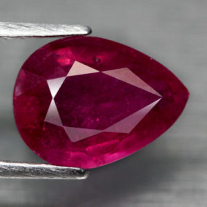 Gas bubbles in a composite ruby of 3.51 ct
